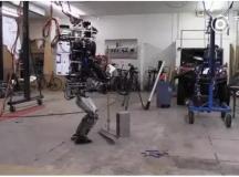 跟谷歌机器人Atlas比,你们那不叫机器人,叫玩具
